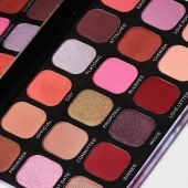 Living in colours 🌈 . . #Bellacosmetics #beauty #makeupaddict #cosmeticsbrands #shoponline #bellagirls #slgshops t'akeuprevolution #mua #eyeshadowpalette #pinkshades #matte #shimmer #colorseverywhere #pridemonth #shoponline #thessaloniki #shoppingtime