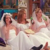 Monica : Cleaning Junky 🧼 Rachel : Fashion Addict 👗 Phoebe : Ecologist & Animal Lover 🌿 ➡️Με ποια από τος τρεις ταυτίζεστε #bellagirls ; . . . #Bellacosmetics #beauty #makeupaddict #cosmeticsbrands #friendstheseries #monica #rachel #phoebe #love #shoppnline #skgshops